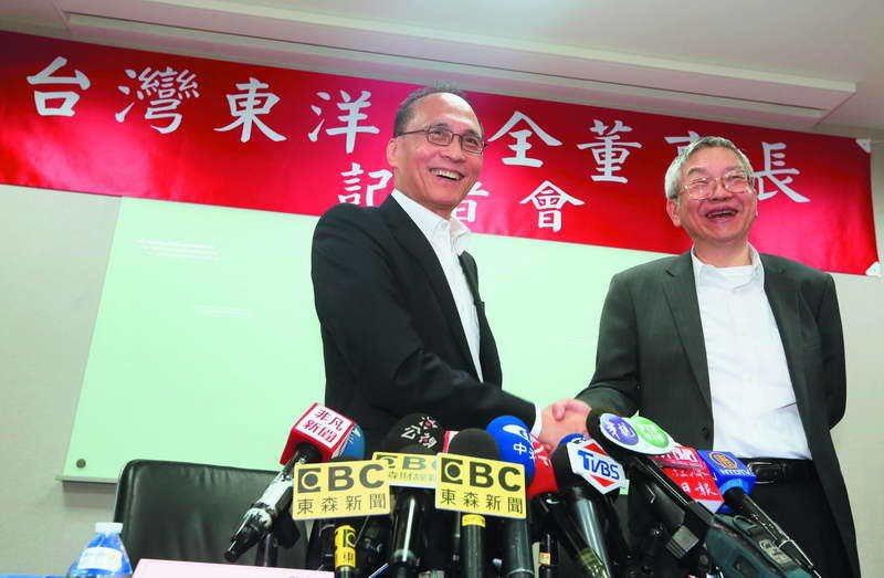 東洋董事長林全(左)被刻意醜化為「門神」,慘遭閒言閒語。 攝影/柯承惠