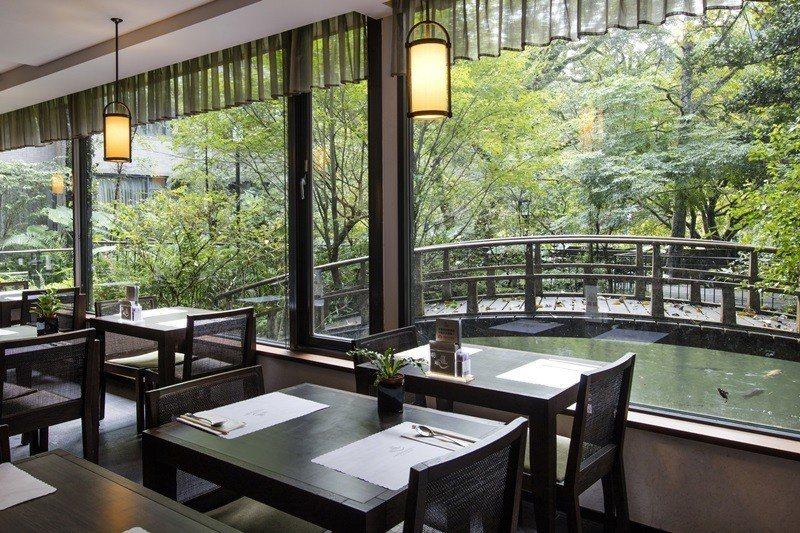 在太子西餐廳用餐窗外美景相伴
