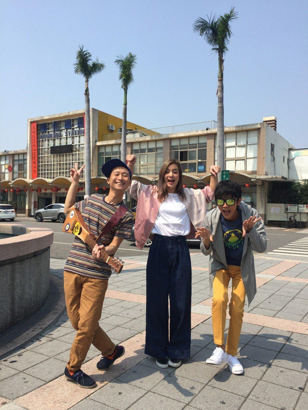 浩角翔起和莎莎(中)一起赴浩子成長的地方尋根。圖/TVBS提供