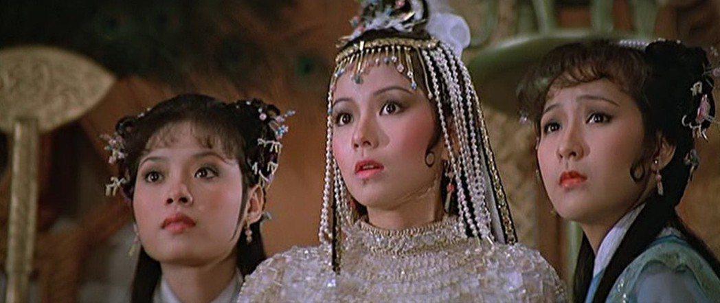 鍾楚紅(中)在「日劫」扮演尊貴的公主。圖/摘自HKMDB