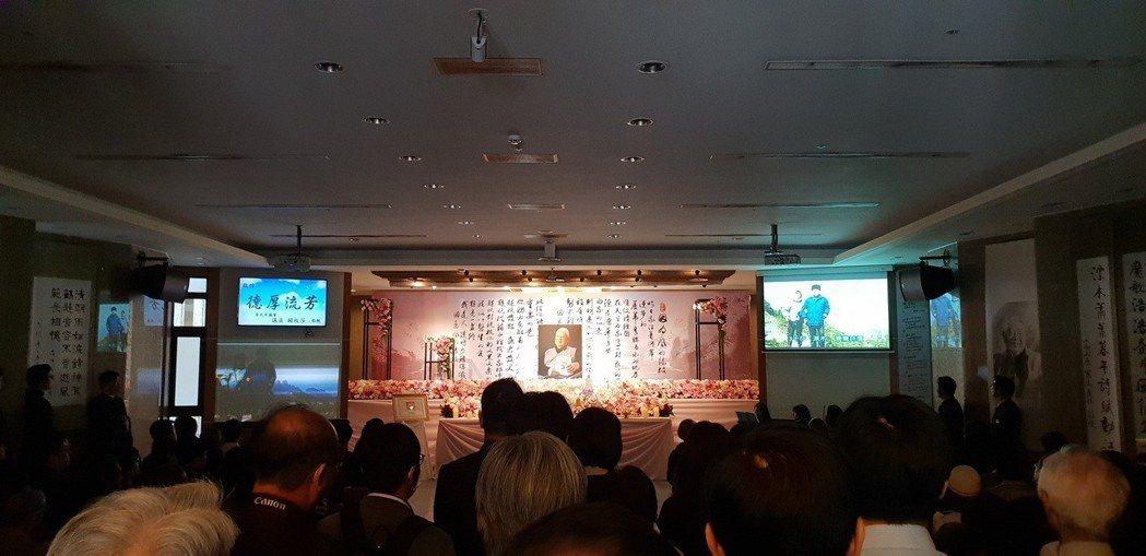 詩魔洛夫告別式今天舉行,文壇約兩百人出席致意。記者陳宛茜/攝影