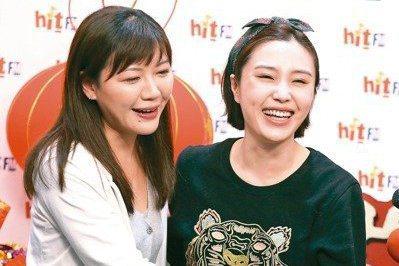 吳沛憶(左)、余筱萍今年一月為拚選戰雙姝曾共同上電台受訪,最後吳出線,余落榜。 ...