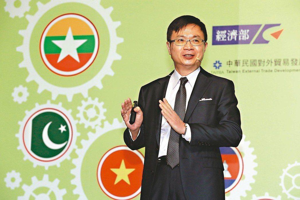 貿協董事長黃志芳表示,新南向政策如同一棵樹苗日益茁壯,向各階層領域開枝散葉。 記...