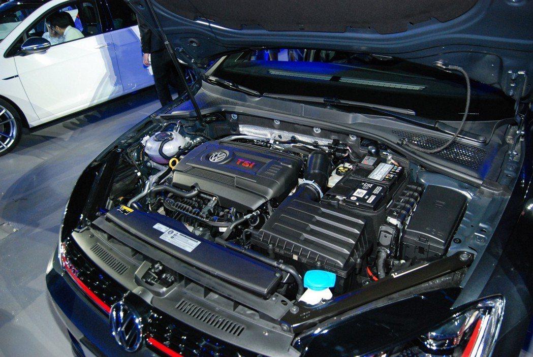 Golf GTI Performance則搭載2.0升TSI直四渦輪引擎,結合 DSG 七速雙離合自手排後,最大馬力可達245匹/37.8公斤米。 記者林鼎智/攝影