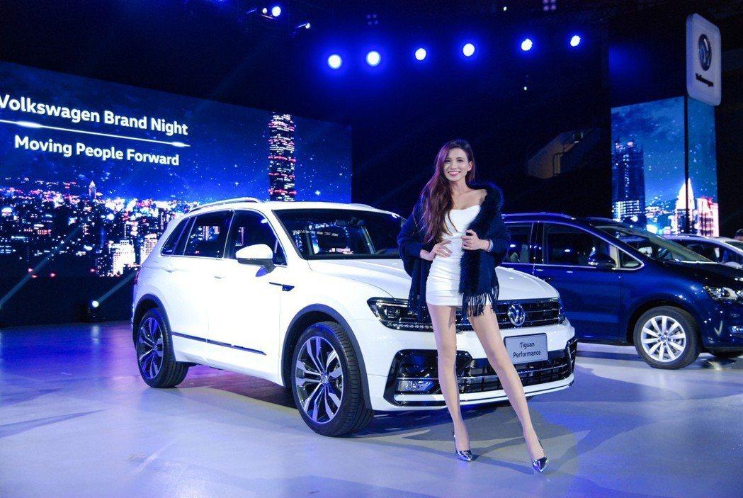 台灣福斯汽車也於品牌之夜同步展出旗下多款車系。 記者林鼎智/攝影