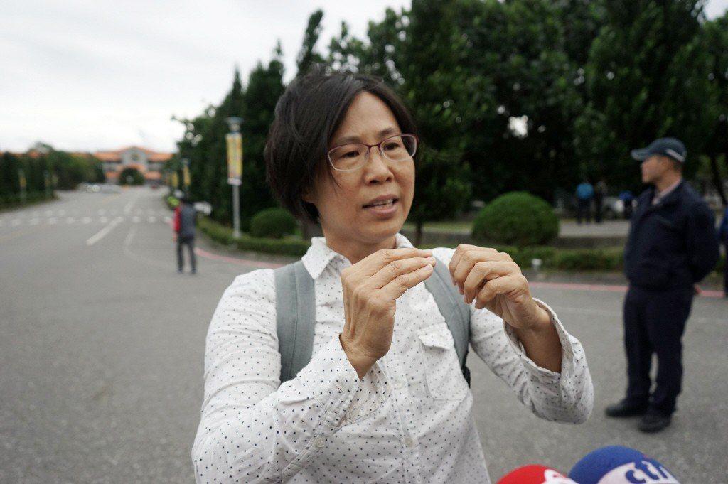 先攝影而後繪畫、裝置與錄像創作的劉曉蕙,1990年代初從都市移居花蓮,地方的環境...