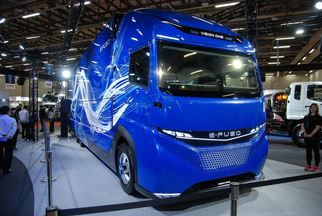 FUSO 總代理 DTAT 台灣戴姆勒亞洲商車股份有限公司於展區帶來E-FUSO Vision One 純電重卡概念車 記者林鼎智/攝影