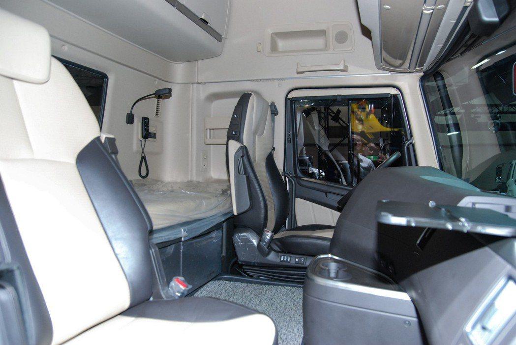 Xcient的駕駛艙空間寬廣,並具有寬達80公分的後方休息區 記者林鼎智/攝影