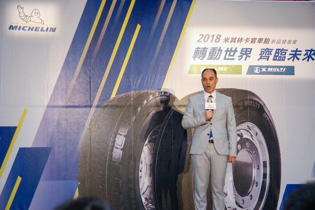 台灣米其林也於今(12)日發表 MICHELIN X MULTI 及X LINE 兩系列卡客車產品,透過多項創新技術,提供更環保、耐用及安全的卡客車輪胎。圖為台灣米其林輪胎董事長毛行健。 記者林鼎智/攝影