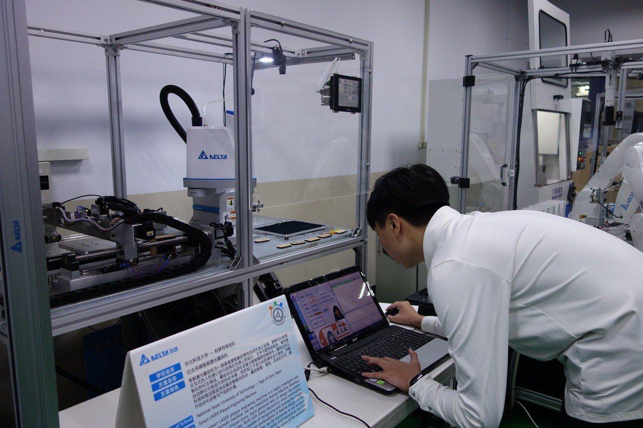 北科大學生利用實驗室設備,製作出客製化記念牌雷射加工系統、AI智慧五子棋對奕機等...