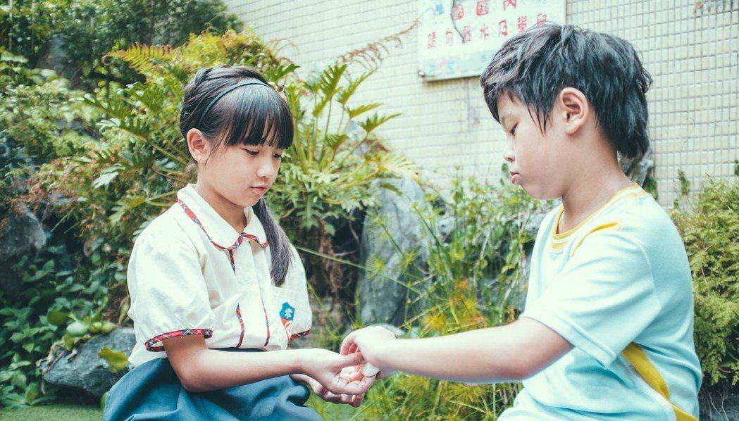樂樂在「小玩意」中與好友鍾宸翃合作。圖/前景提供