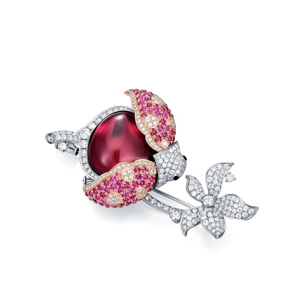 LadyBird胸針,18K白金鑲嵌鑽石總重2.121克拉、蛋面切割紅碧璽重14...