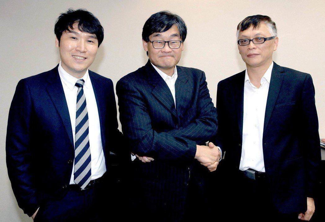 劉俊麟(左起)、莊豐嘉和王育麟。圖/華視提供