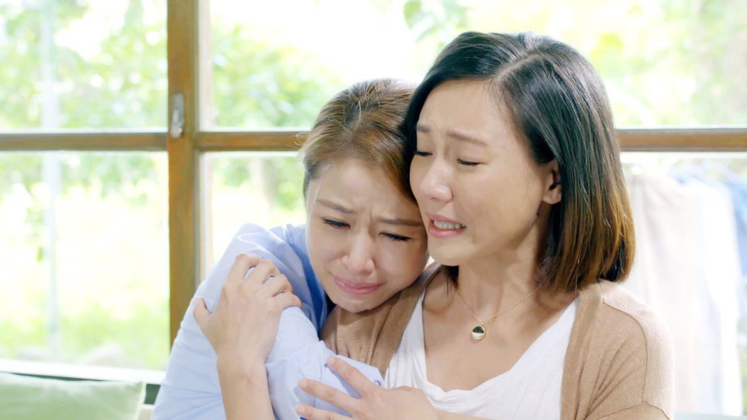 林心如(左)、張本渝劇中姊妹情深。圖/八大提供