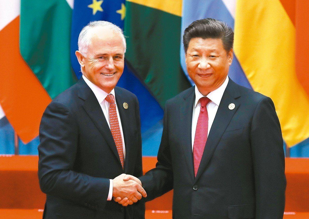 在媒體報導稱澳洲多位部長遭中國拒發簽證之後,澳洲總理滕博爾昨坦承,因北京疑似干涉...
