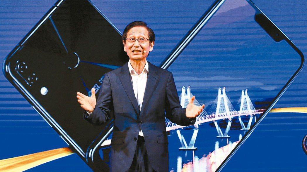 華碩董事長施崇棠表示,ZenFone 5將為使用者帶來極致的CP值與最高端享受。...