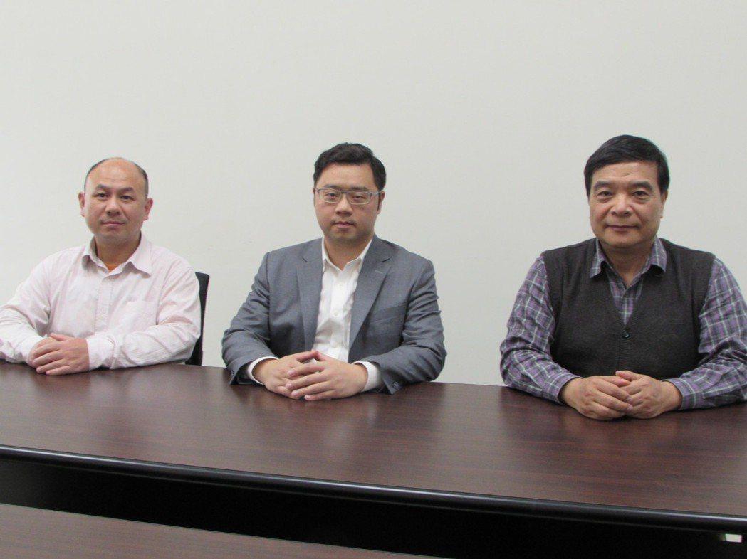 旭能醫藥生技研發處長林盈谷(左起)、總經理張鳴錚、副總經理賴敏華。 翁永全/攝影
