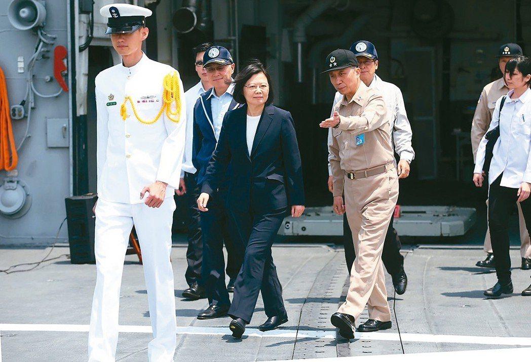 總統蔡英文前往友邦史瓦濟蘭訪問。圖為蔡英文總統視導海軍操演。 聯合報系資料照(記...