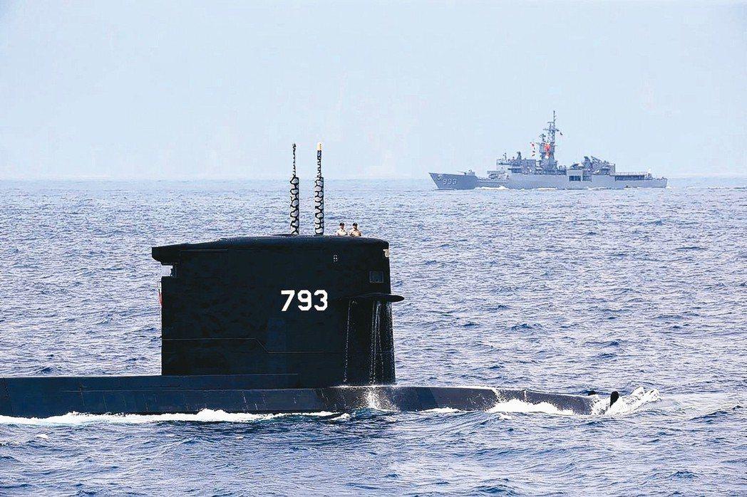 海龍號潛艦進行操演。 圖/聯合報系資料照片
