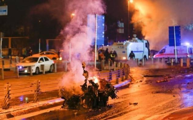 索馬利亞警方和國會議員今天表示,南部一座足球場今天遭炸彈攻擊,造成5名觀眾喪命,...