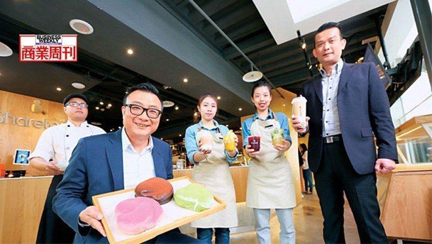 歇腳亭董事長鄭凱隆(左2)說:「台灣茶飲店必須轉型升級!」台北黃金店面靠高價位茶...