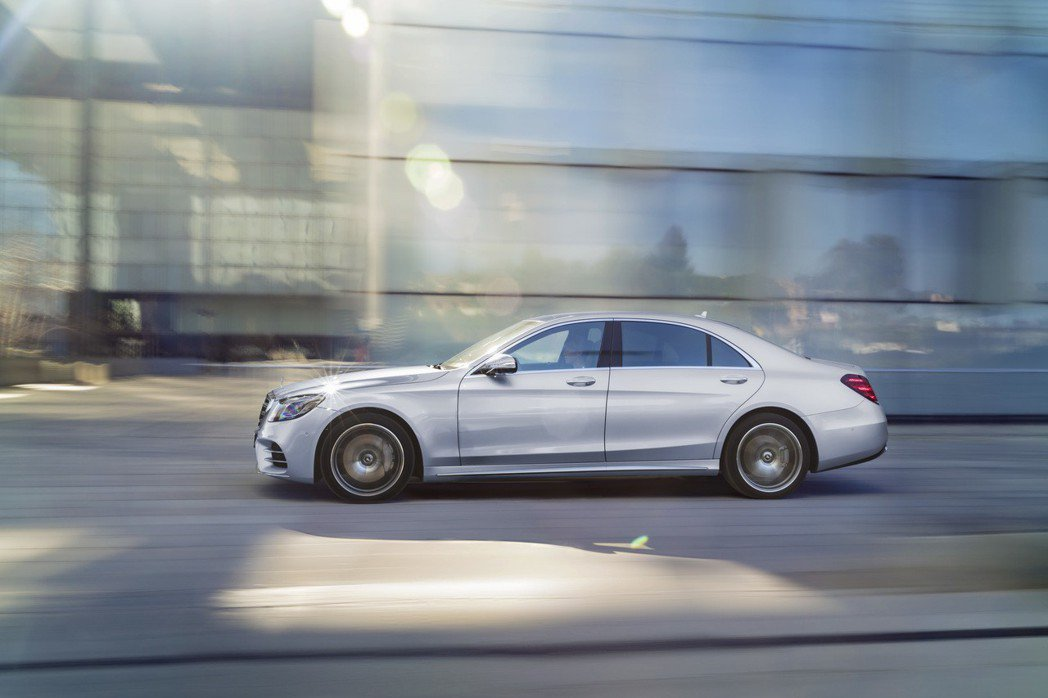Intelligent Drive 智慧駕駛輔助為駕駛者與乘客帶來安全的駕馭樂趣與舒適的乘坐體驗。 台灣賓士提供