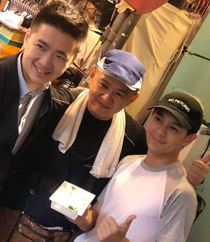 林志穎(右)為哥哥林志杰(中)開的腸粉店站台。 圖/擷自志杰腸粉臉書