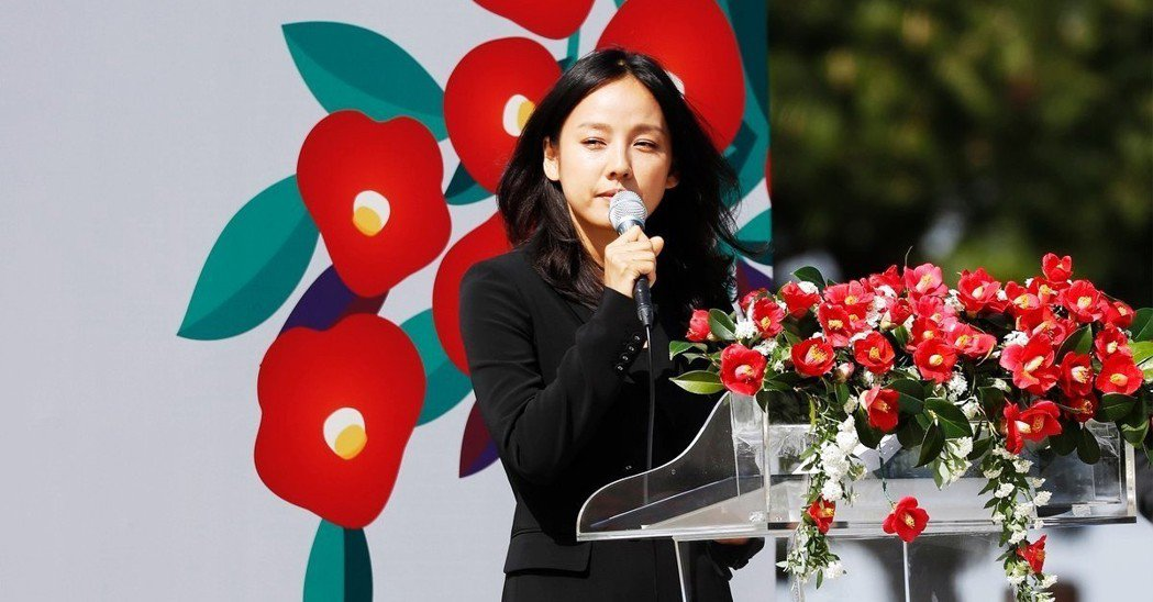 在今年的四三事件悼念儀式中,定居濟州島的韓國天后李孝利,也是70周年紀念的活動主...