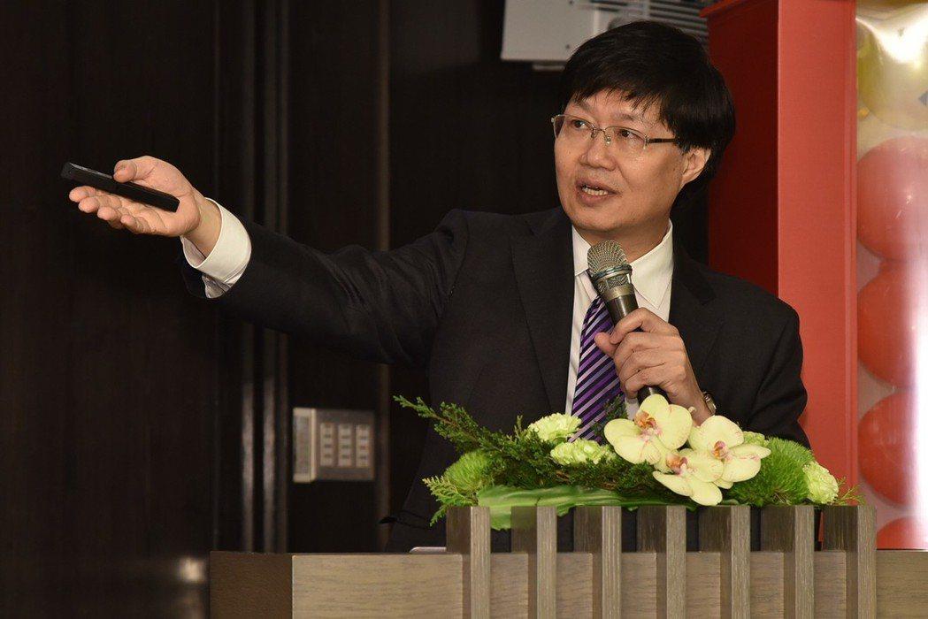 台北榮總心臟內科教授江晨恩完成高血壓新藥試驗。江晨恩/提供