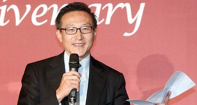 來自台灣的阿里巴巴集團執行副主席蔡崇信收購籃網49%股權的交易完成,成為台裔美籍...
