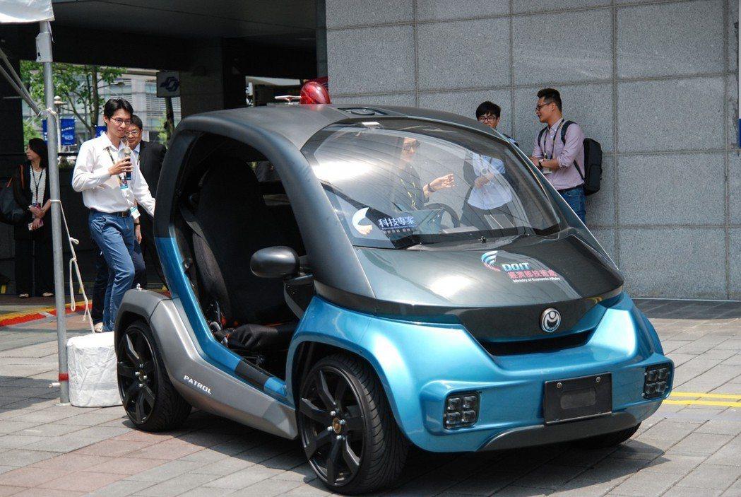 圖為金屬中心展示的微型利基車(巡邏車)。 記者林鼎智/攝影