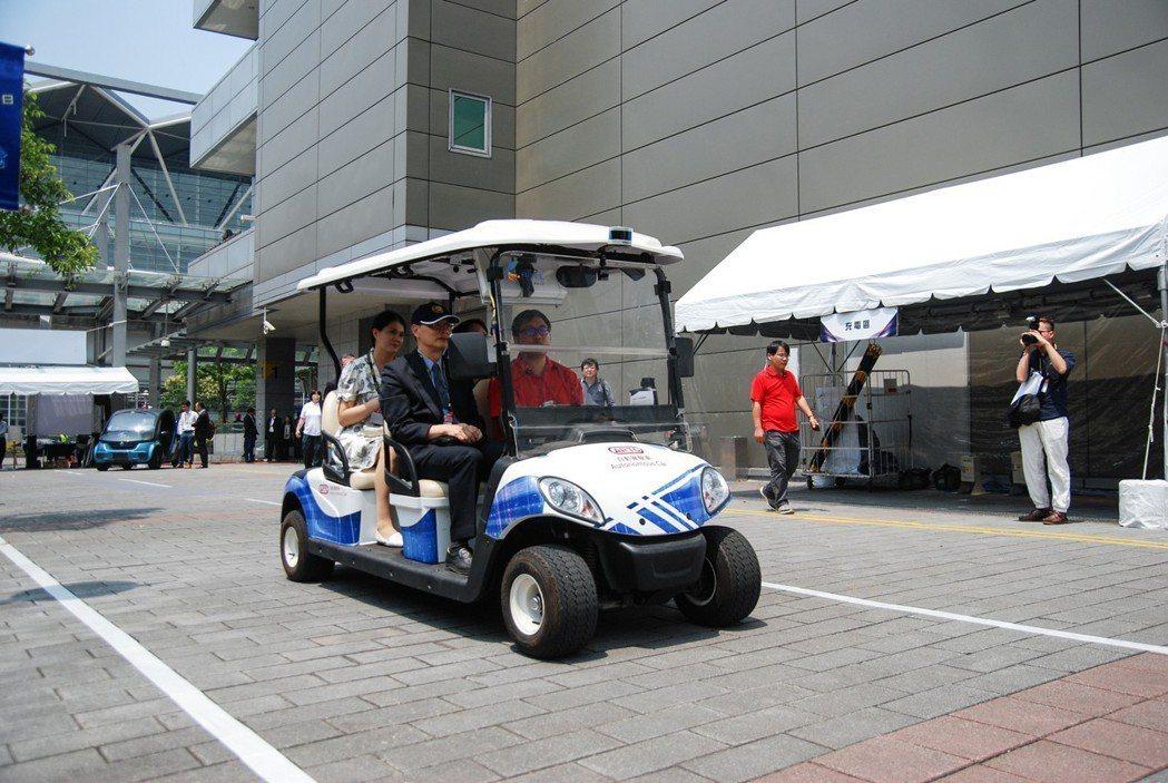 TARC台灣車輛研發聯盟也在此次展期中帶來自駕接駁車(e-golf)。 記者林鼎智/攝影