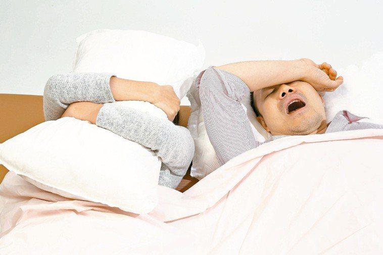 英國最新研究發現,「夜貓族」的人比「早起型」的人在6.5年內的死亡風險增加10%...