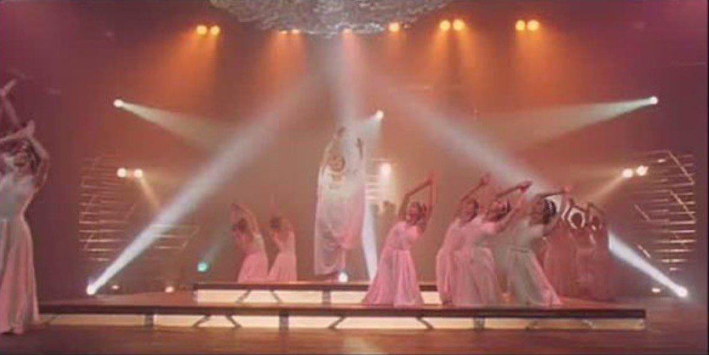 「搭錯車」歌舞場面華麗,拍攝難度高。圖/翻攝自YouTube