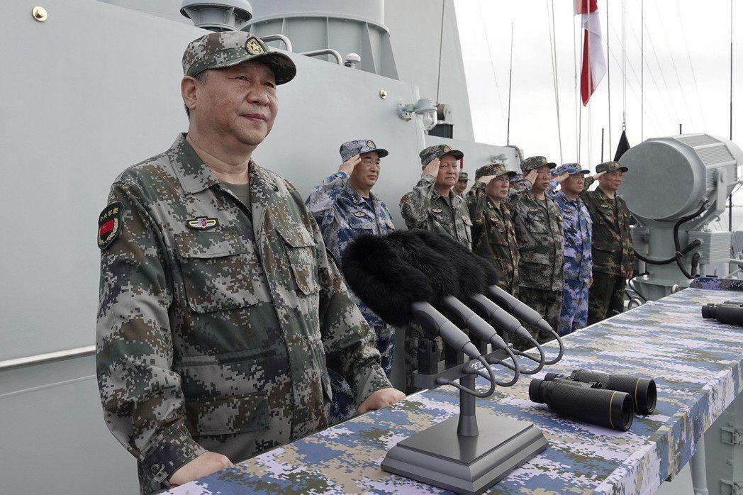 影/共軍南海最大規模閱兵 習近平:打造世界一流海軍