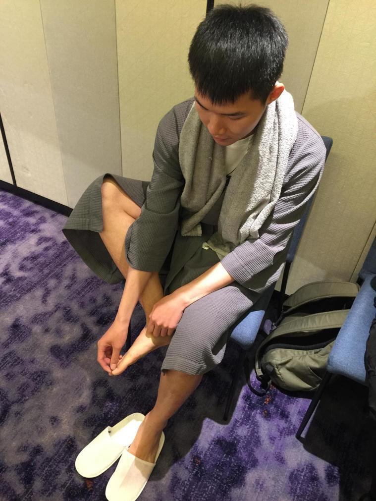 醫師建議,維持足部乾燥避免染上灰指甲,洗完澡後應擦乾。記者黃安琪/攝影