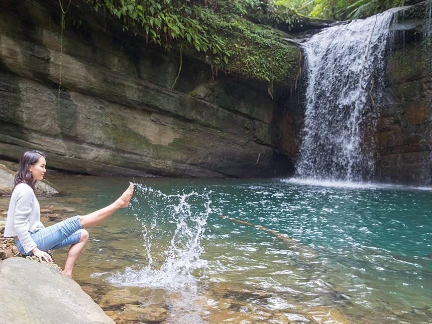 天氣好時到望古瀑布野餐,心情也跟著放鬆。圖/翻攝自新北市觀光旅遊網