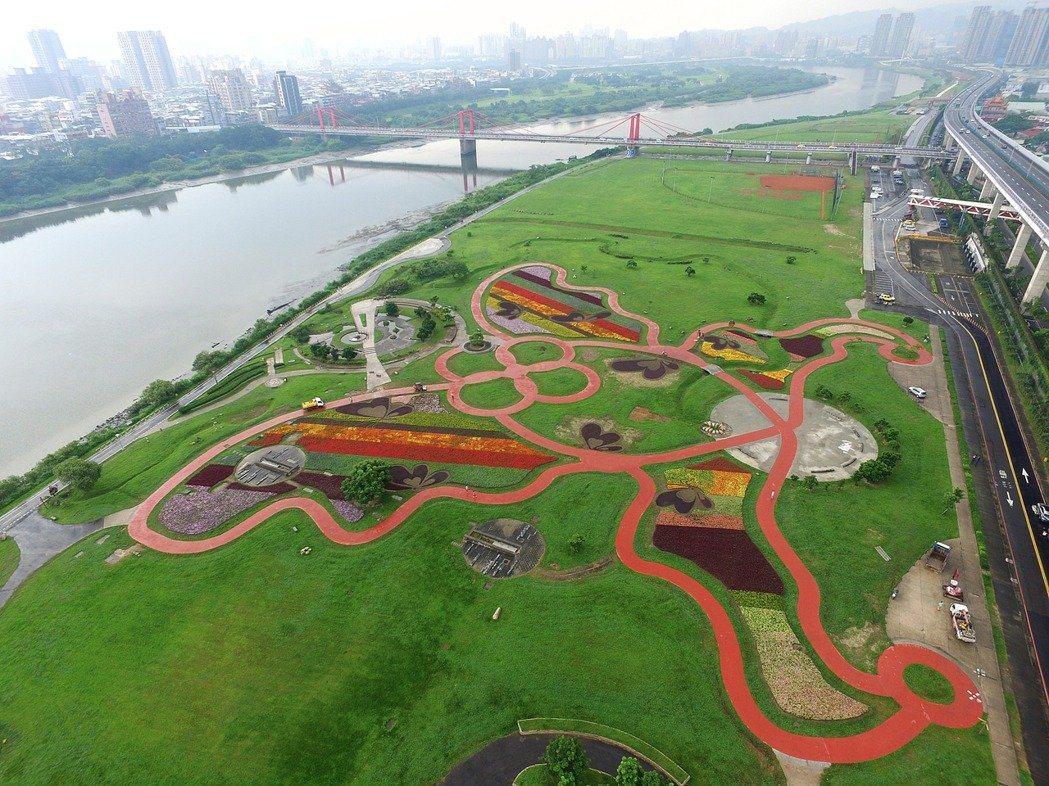板橋蝴蝶公園整片綠草地,也是野餐的好去處。圖/新北市政府提供