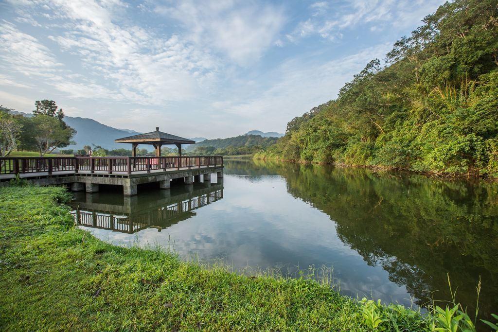 三坑自然生態公園有休憩公園、涼亭、木拱橋、戲水渠道等設施。圖/翻攝自桃園觀光導覽...