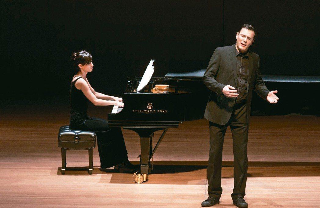 歌手修爾(右)將於六月登台。 圖/經紀人提供