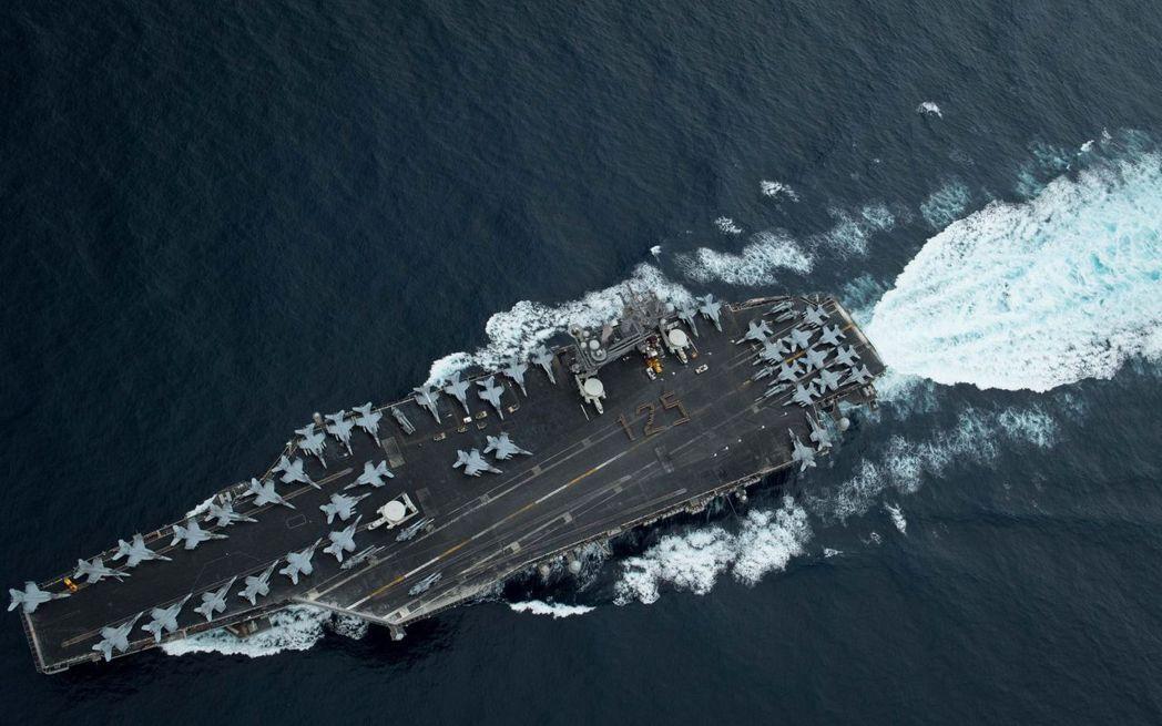 美國航母羅斯福號航向麻六甲海峽。 (路透)