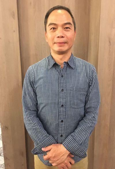 鄭豐慶有從警30年資歷,102年退休,他是楊梅人,曾擔任過楊梅警分局上湖、富岡、...