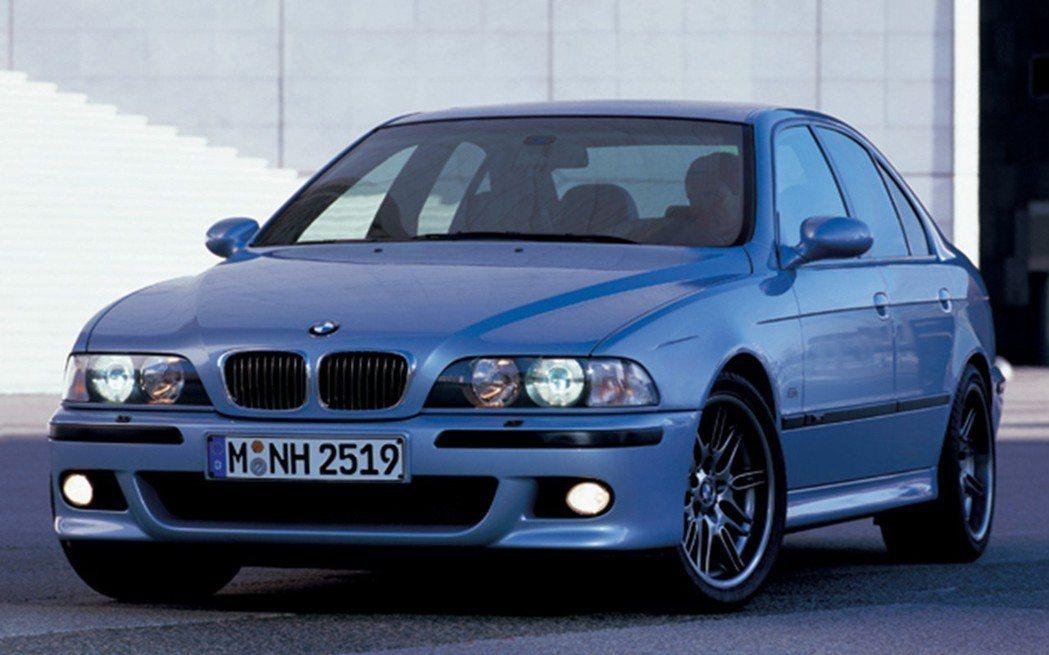 BMW E39 M5。 摘自BMW