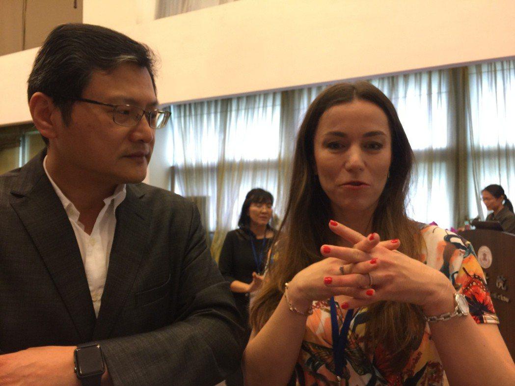 捷克Charles大學動物科學系教授Katerina(右)今赴台北醫學大學發表最...
