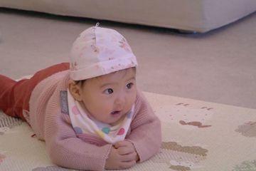 賈靜雯嫁給修杰楷後,生下大眼千金咘咘、BO妞。賈靜雯在咘咘3個月大時就帶著她登上親子實境秀「媽媽是超人」,一家人的超可愛互動,受到不少觀眾喜愛,因節目第一季即將在中天播出,現在已經2歲多的她鬼靈精怪...