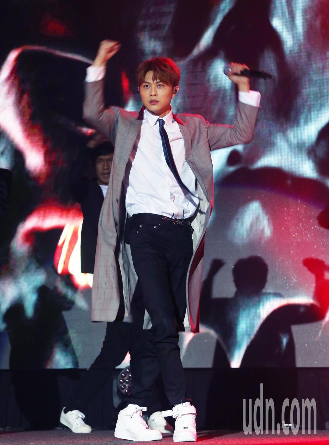 王子邱勝翊(圖)愛上了你生日會音樂會彩排,展現勁歌熱舞。記者林俊良/攝影