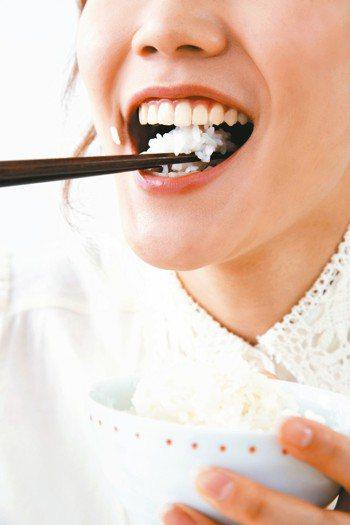 米飯屬於澱粉類,是台灣的傳統主食。據衛福部食品營養成分資料庫分析,每100公克的...
