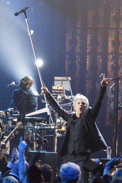 美國搖滾天團邦喬飛榮登搖滾名人堂。 美聯社