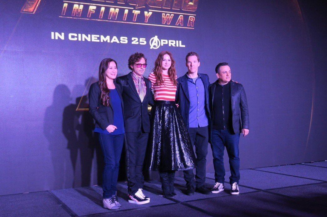 「復仇者聯盟3:無限之戰」製片陳貞(左起)、小勞勃道尼、凱倫吉蘭、班奈狄克康柏拜...