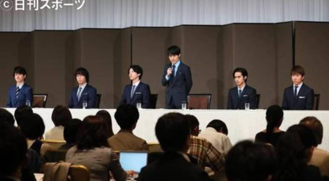關8團員陪同召開記者會。圖/摘自日刊體育